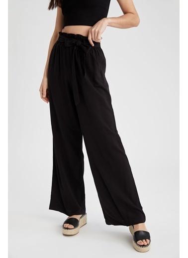 DeFacto Wide Leg Kuşak Detaylı Geniş Paça Pantolon Siyah